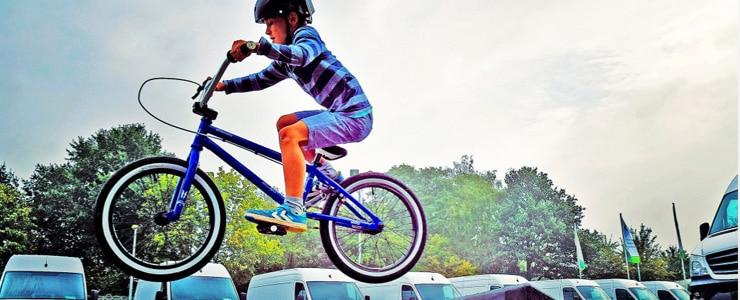 Muchos deportes como el ciclismo o el esquí son inimaginables sin el uso de unas gafas, pero en cambio hay otros deportes en los que el uso de gafas para… Me Interesa
