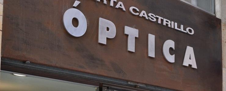 Las ópticas son centros sanitarios legalmente autorizados para la venta de gafas y lentes de contacto. Esto significa que la ley de productos sanitarios que cuida de que tu salud no… Me Interesa