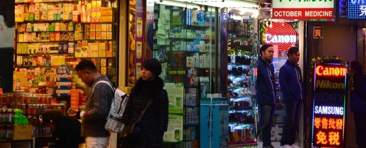 1. Cuidado con comprar gafas en mercadillos, o usar las de regalo en promociones.  Este tipo de canales de venta no ofrecen garantía de calidad.  Las gafas deben llevar marcada en… Me Interesa