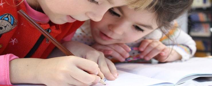 A medida que el niño avanza en el colegio, aumentan también las demandas visuales.    El tamaño de la letra en los libros de textos se vuelve más pequeño, a la… Me Interesa