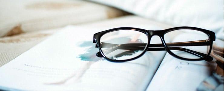 A la hora de corregir un defecto refractivo se debe acudir al óptico optometrista.  En ocasiones esto no ocurre y se opta por corregir la visión de cerca con unas gafas… Me Interesa