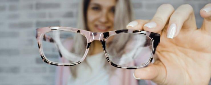 Como nos habéis pedido, os enseñamos los pasos a seguir para mantener una correcta higiene de vuestras gafas durante estos meses:  PASOS A SEGUIR   Como lleva siendo habitual en los últimos meses,… Me Interesa